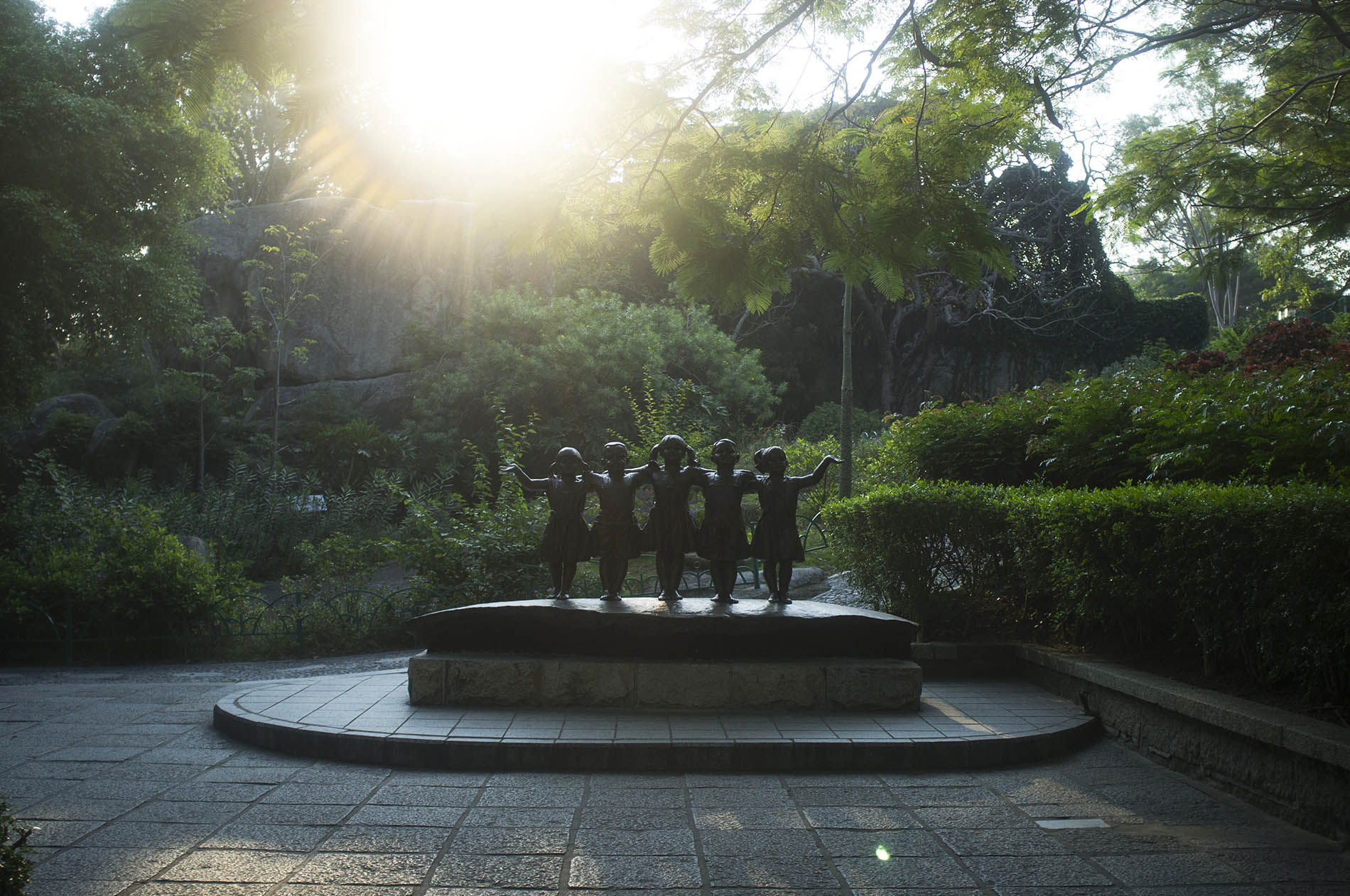 Statue of five children, which represents relations between the five continents.